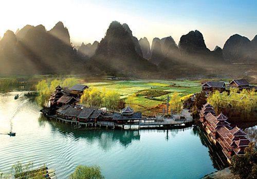 Vista de la ciudad de Yangshuo desde Yangshuo Park